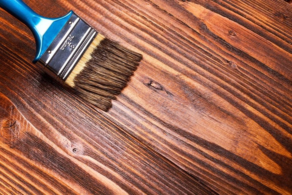 Používáte na ošetření dřeva oleje nebo lazury?
