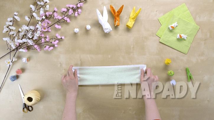 Jak složit z papírového ubrousku velikonočního zajíčka 1