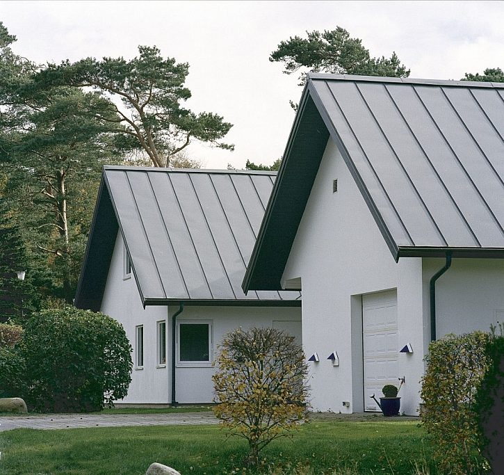 Plechové střechy i do měst
