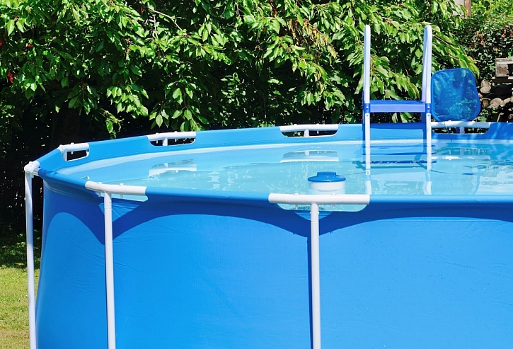 Bazény s konstrukcí jsou stále velmi oblíbené