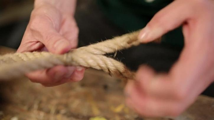 Svažte lano do smyčky