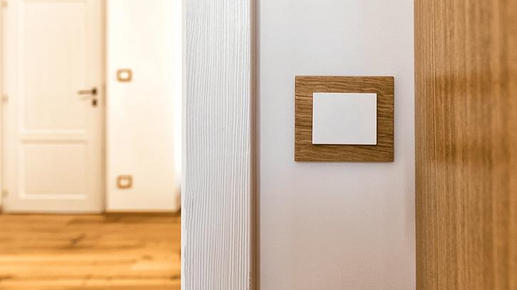 Domovní elektroinstalace: vypínače se zpraktického hlediska umisťují hned vedle dveří ve výšce asi 120cm