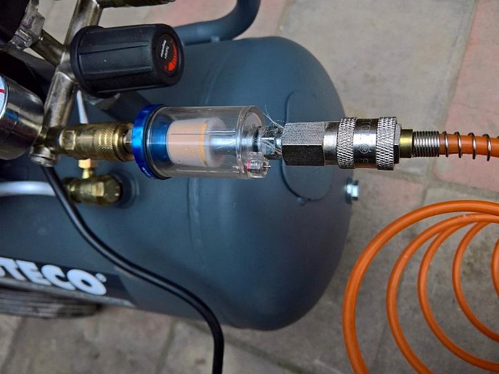 Dokupte si filtr vzduchu, který z tlakového vzduchu odstraní vodní i olejovou mlhu