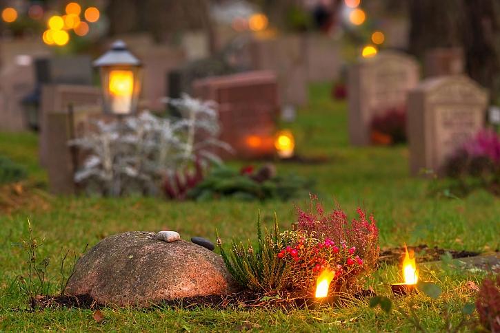Dušičkový čas je období svátku zemřelých, kdy si své blízké připomínají v mnoha zemích světa (Zdroj: Depositphotos)