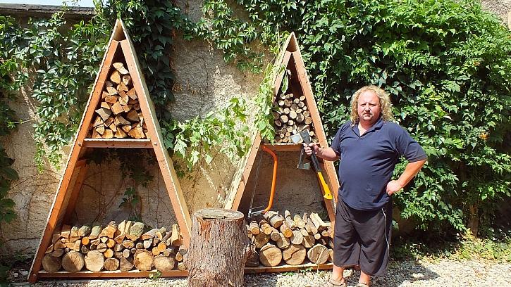 """Jak vyrobit přístřešek na dřevo: na vršek přidáme """"čepičku"""" z palubek, aby do něj nezatékalo"""