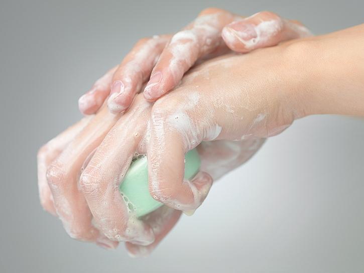 Mytí rukou mýdlem