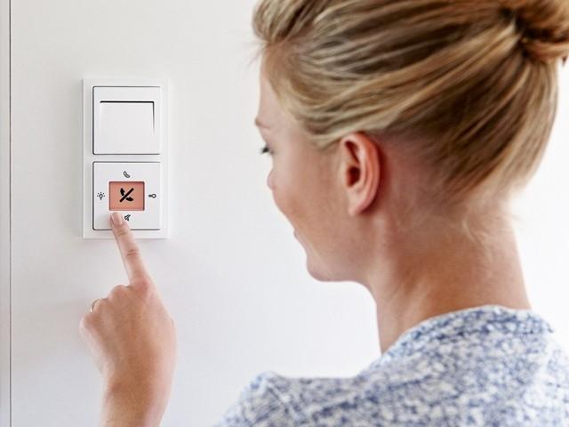 Domovní audiotelefony, navrženy pro dva smysly.