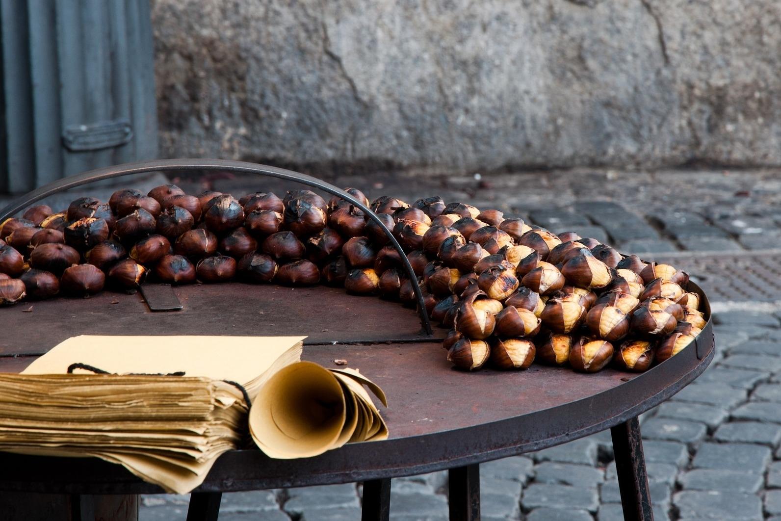 Jedlé kaštany: Voňavá pochoutka zvánočních trhů