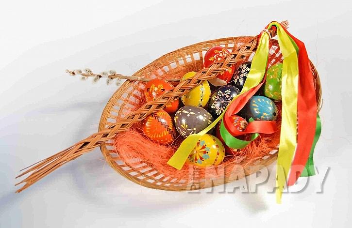 Ošatka s malovanými vajíčky