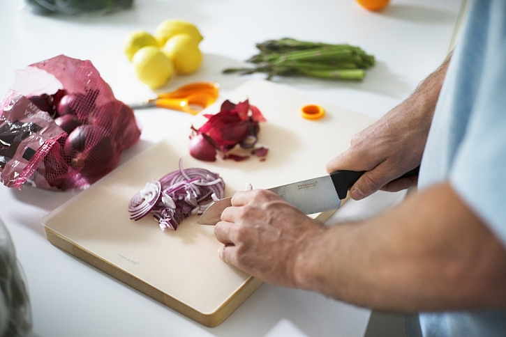 Příprava salátu s Fiskars