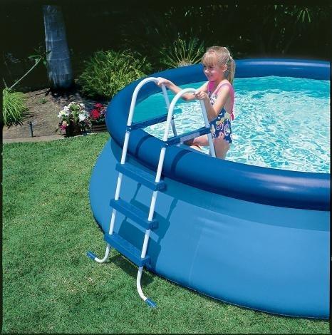 Schůdky ulehčí vstup do bazénu