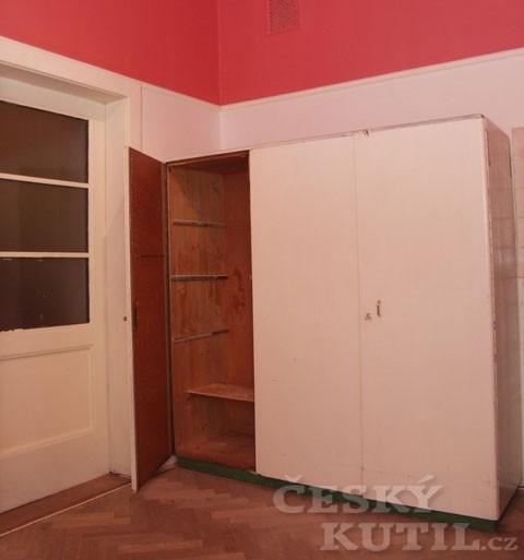 Renovace starší skříně