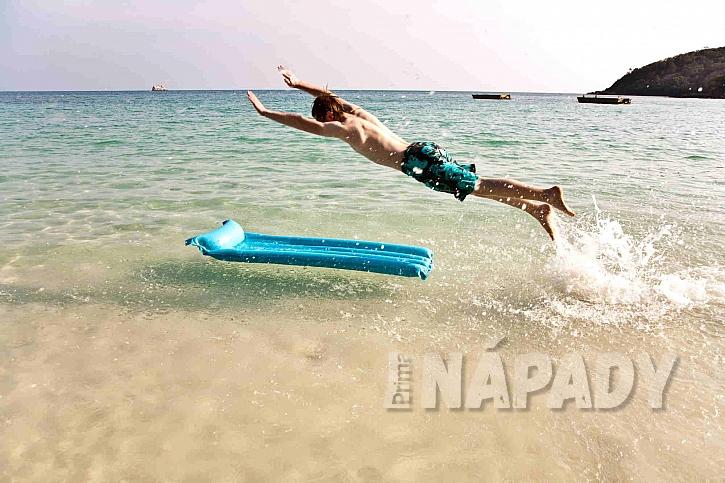 Lehátko do vody umožní zábavu všem