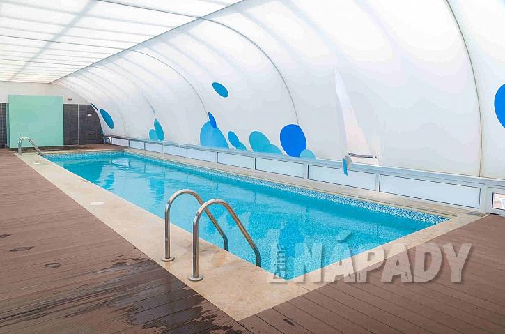 Pevné zastřešení bazénu k prodloužení sezóny