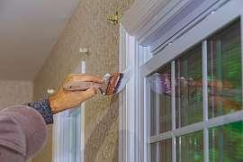 Využijte podzimní teplé dny a pusťte se do obnovy nátěru oken a dveří
