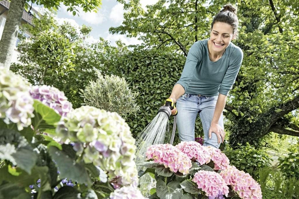 Správné vybavení pro zalévání trávníků, květin a zeleniny