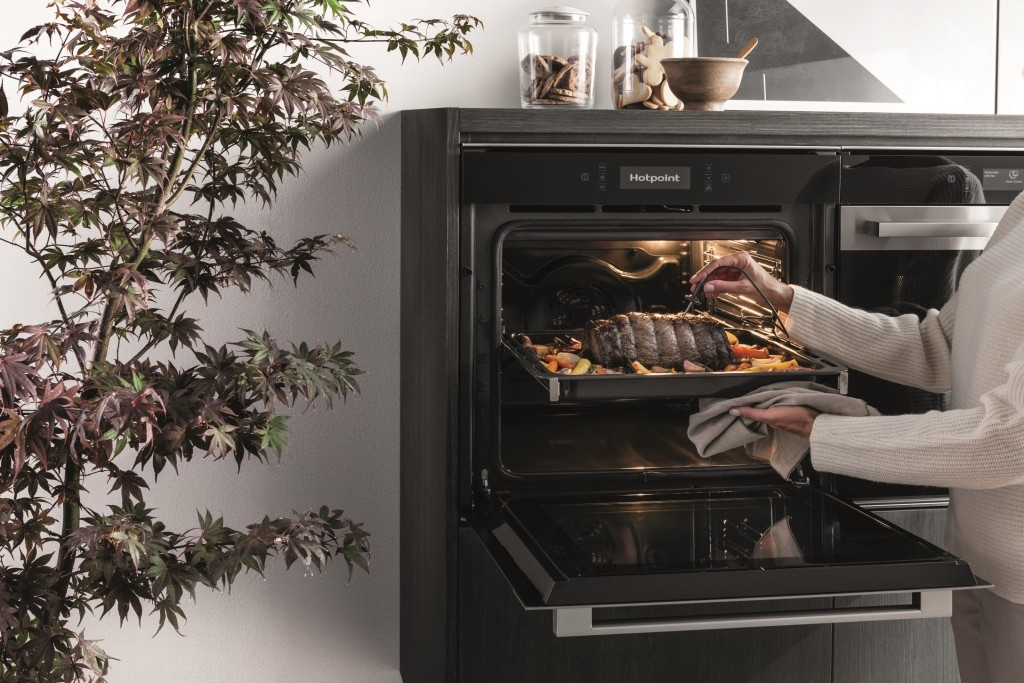 Trouby Whirlpool a Hotpoint s inteligentními technologiemi pro snazší život v kuchyni nejen o Vánocích