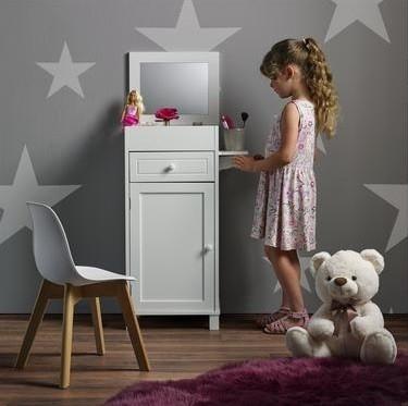Skříňka nebo polička na ukládání drobných dětských tajemství, stejně jako hraček, najde místo v každém pokojíčku