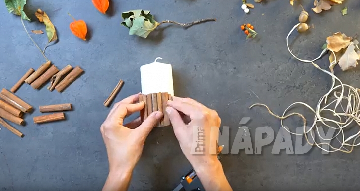 Svíčka s manžetou ze skořice: nalepte skořici