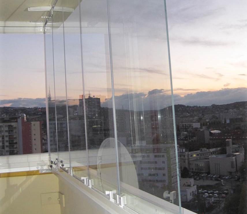 Zasklení balkónu nebo lodžie bez zádrhelů