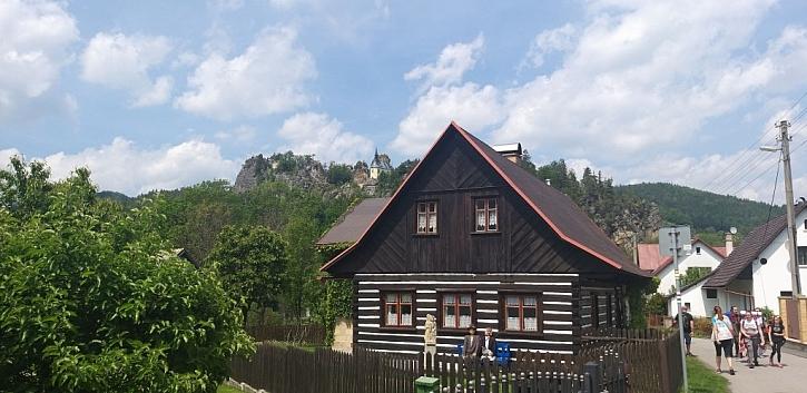Roubenky snesou i bitumenovou střechu, pokud není volena v příliš barevné variaci