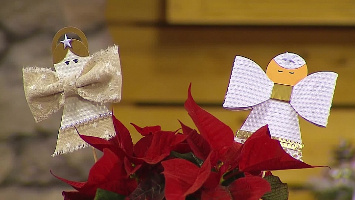 Dekorativní andílci z papíru jsou ozdobou Vánoc