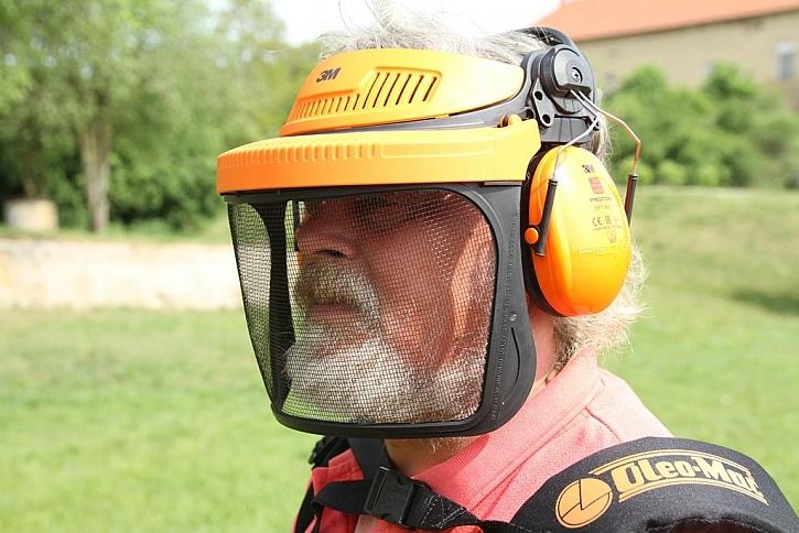 Ochranný štítek se sluchátky určitě oceníte