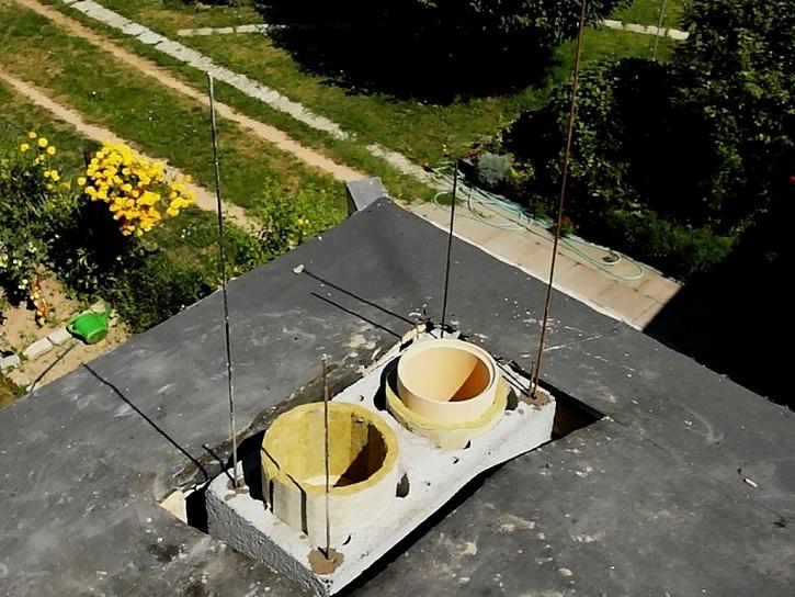 Armování nadstřešní části komínu