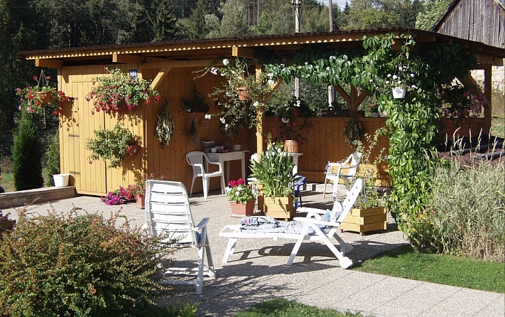 2. Plastový zahradní nábytek