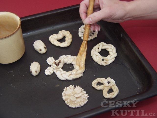 Ozdobné pečivo z octového těsta