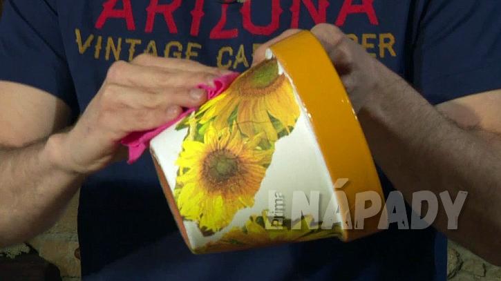 Jak si udělat květináč jako malovaný aneb zázraky s ubrouskem 2
