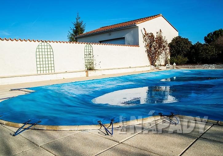 Zimní plachta na bazén