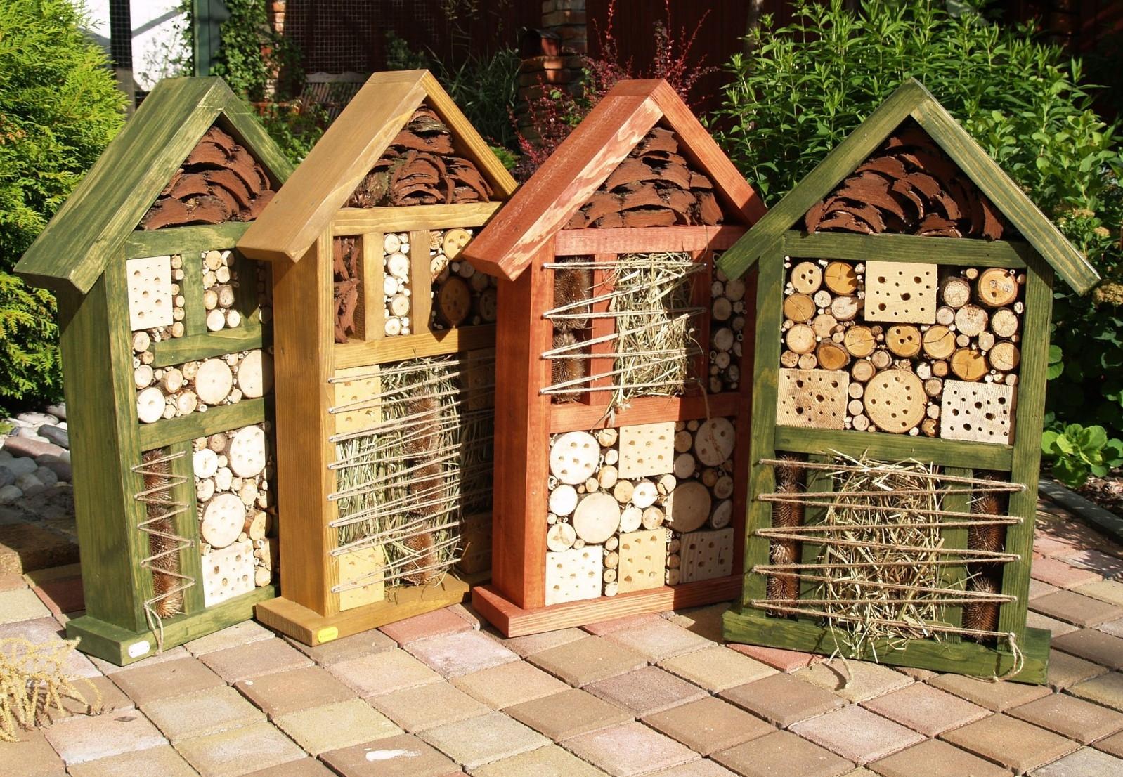 Staňte se hoteliérem! Postavte na své zahradě hotel pro hmyz