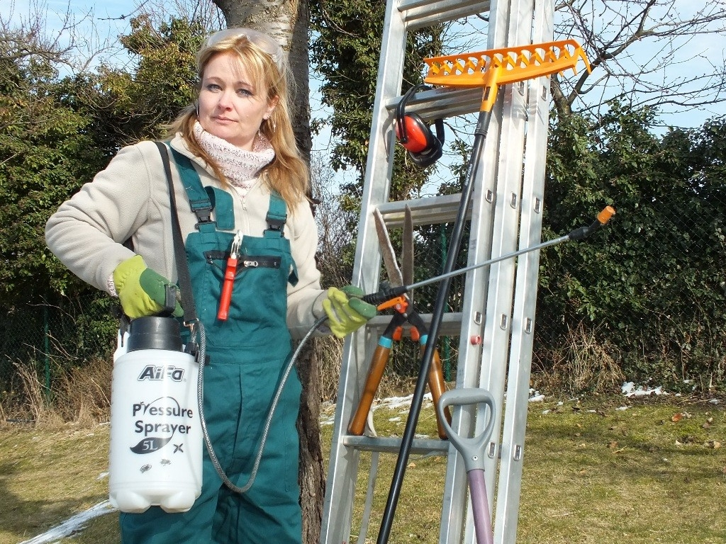 Bezpečná práce na jarní zahradě