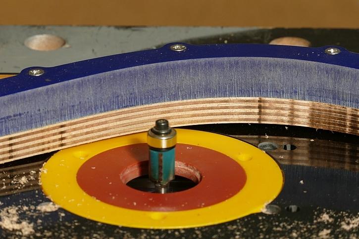 Kopírovací fréza s ložiskem zajistí stejný tvar řezu jako má předloha