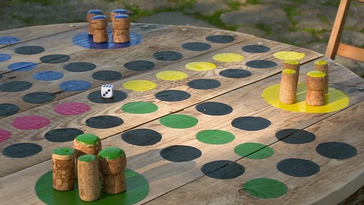 Výroba herního stolku ze staré cívky od kabelu
