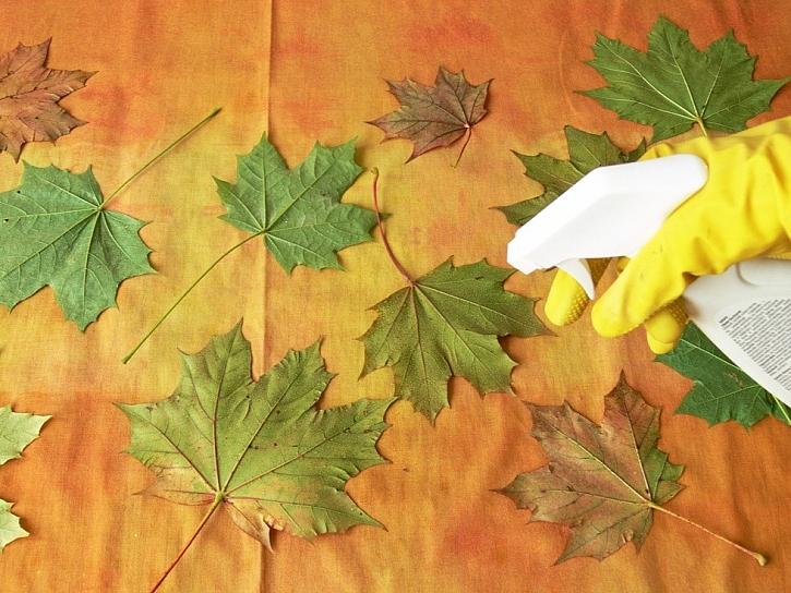 Podzimní ubrus s listím - barvení a zdobení