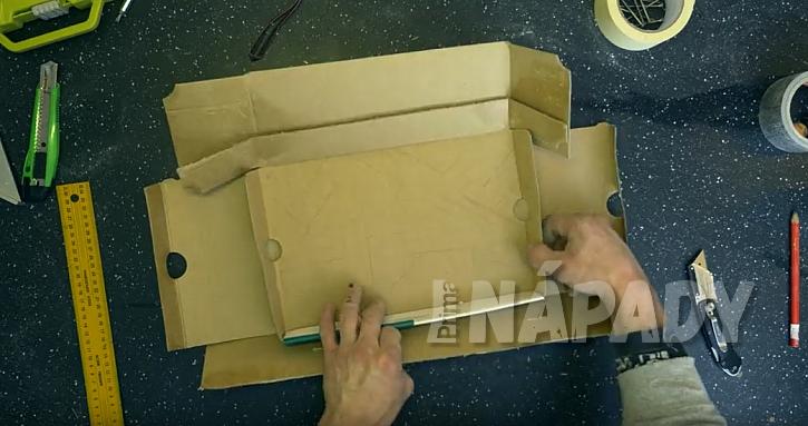 Rozřežte papírovou krabici