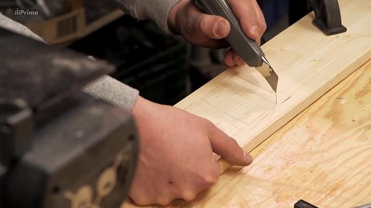 Vyřezání čísla do dřeva