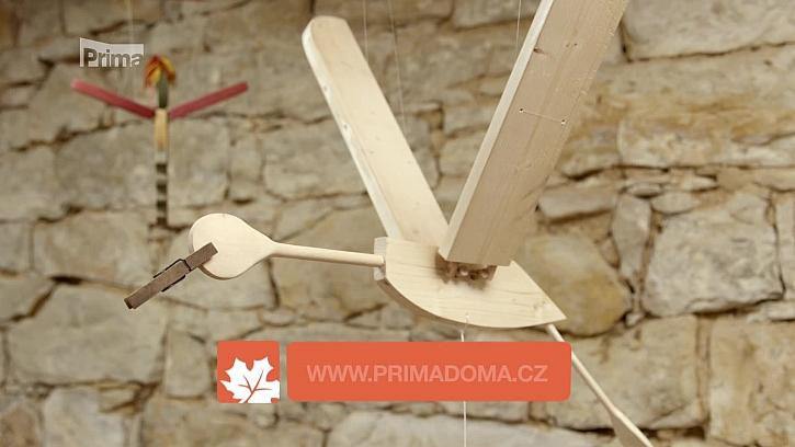 Vyrobte dětem do pokojíčku veselého dřevěného čápa. (Zdroj: Výroba dřevěného čápa)