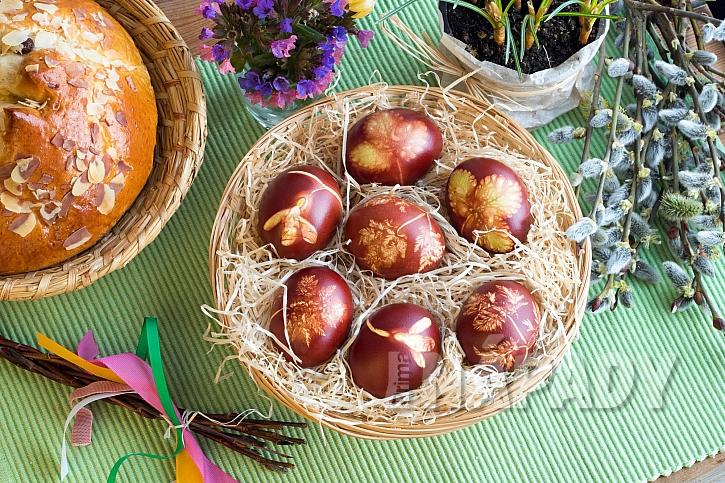Obarvená vejce v cibuli