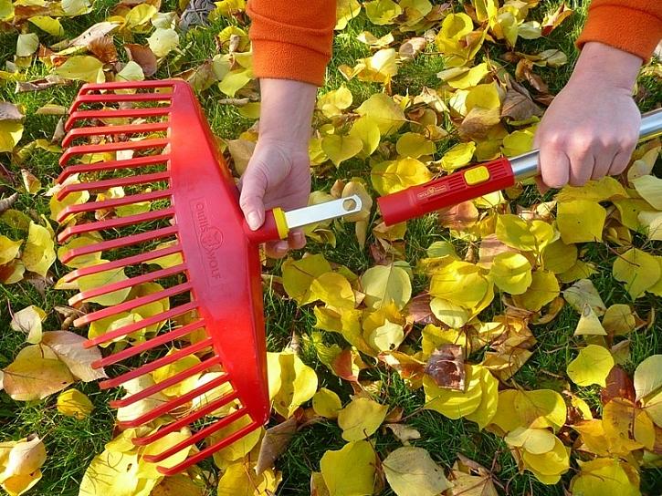 Plastové zahradní hrábě