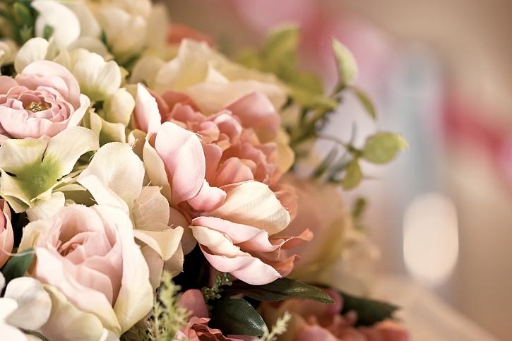 Umělé květiny nám opravdu nezvadnou a vydrží barevné velmi dlouho (Zdroj: Depositphotos)