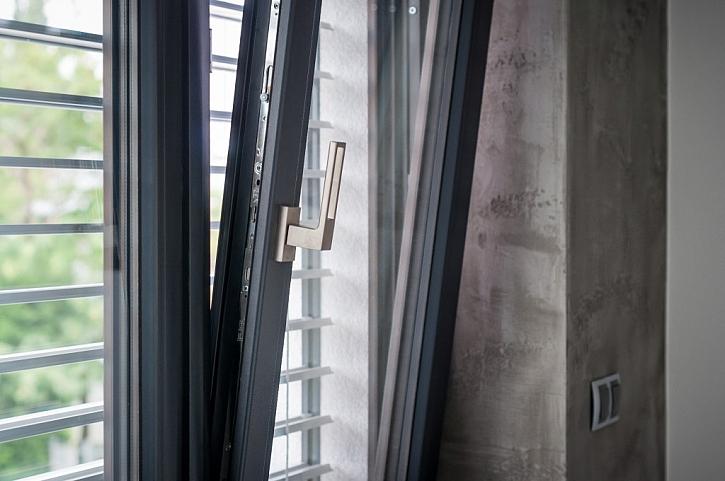 """Šedá je """"IN""""! – Inoutic, jediný výrobce, který nabízí kompletně šedá PVC okna"""