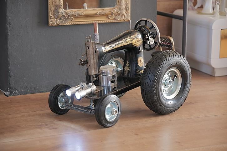 Pepův skvělý vynález potěší malé i velké: Model traktoru z šicího stroje