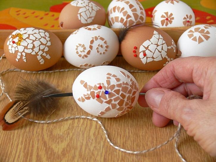 Zdobení kraslic – mozaika ze skořápky