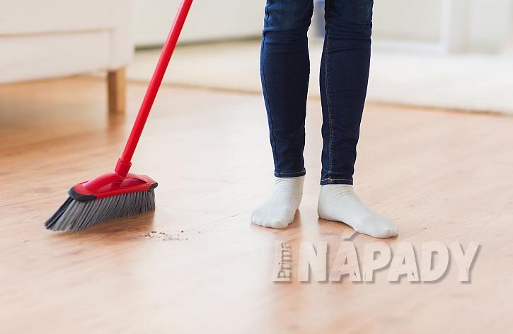 Zametání plovoucí podlahy