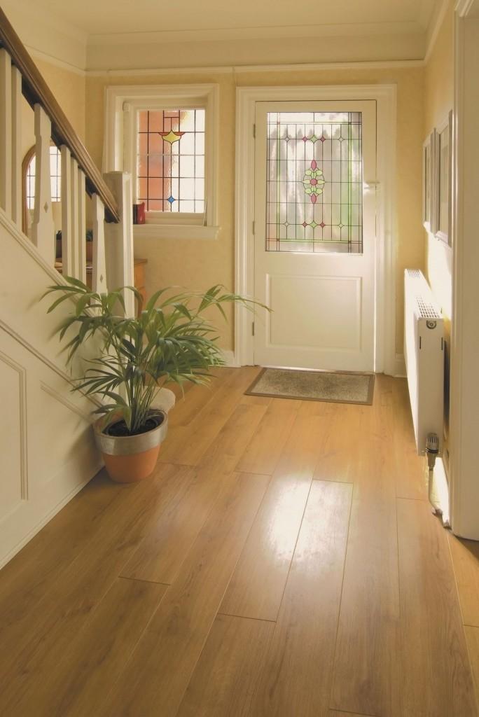 Dřevo je vhodné i jako podlaha do předsíně, bude působit přirozeně a teple