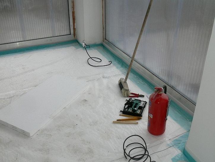 """Na betonovou desku s hydroizolací se položí tzv. """"podlahový"""" polystyren"""