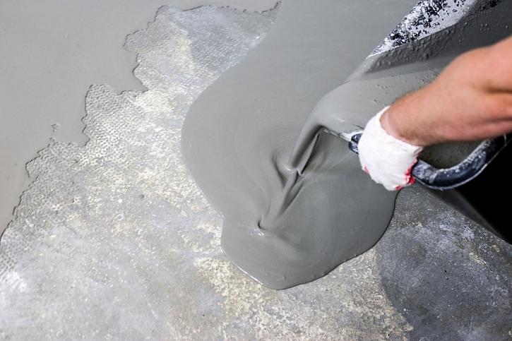 Aplikace cementové nivelační stěrky